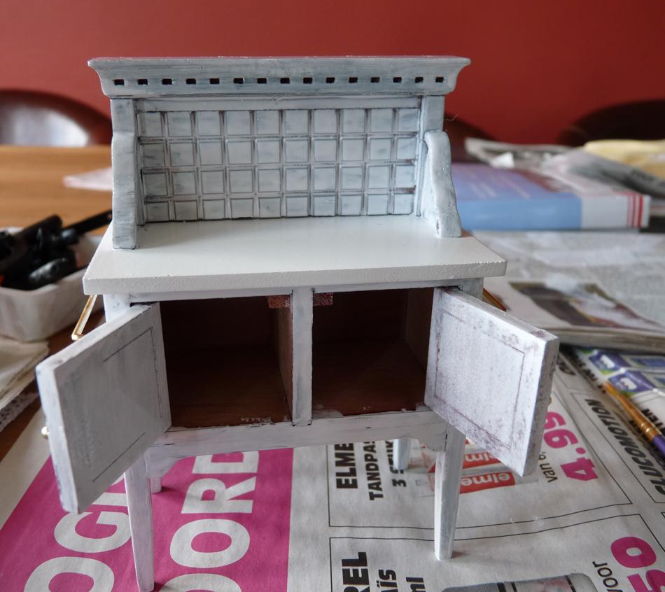 All about dollhouses and miniatures metamorfose van een badkamermeubel voor mijn poppenhuis - Geschilderd zink ...