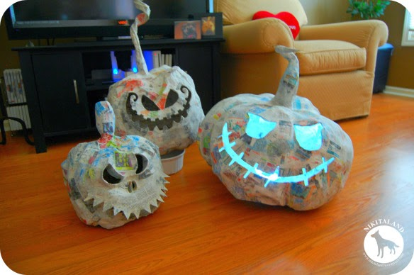 http://nikitaland.wordpress.com/2013/09/03/how-to-make-paper-mache-pumpkins-more/
