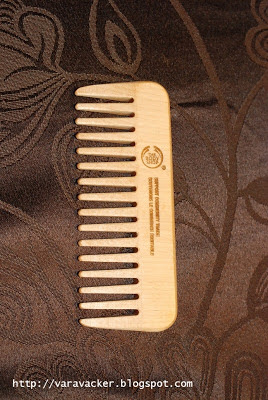 cam, comb, träkam, wooden comb, body shop, hårvård, hair care