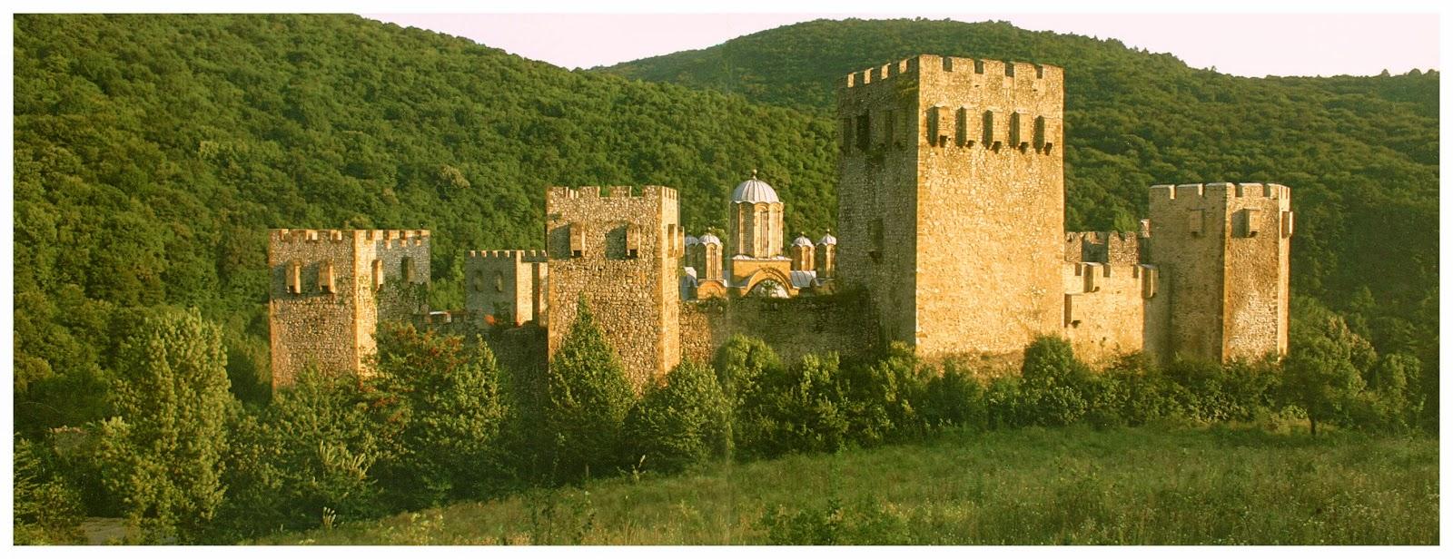 Панорамный вид на монастырь Манасия