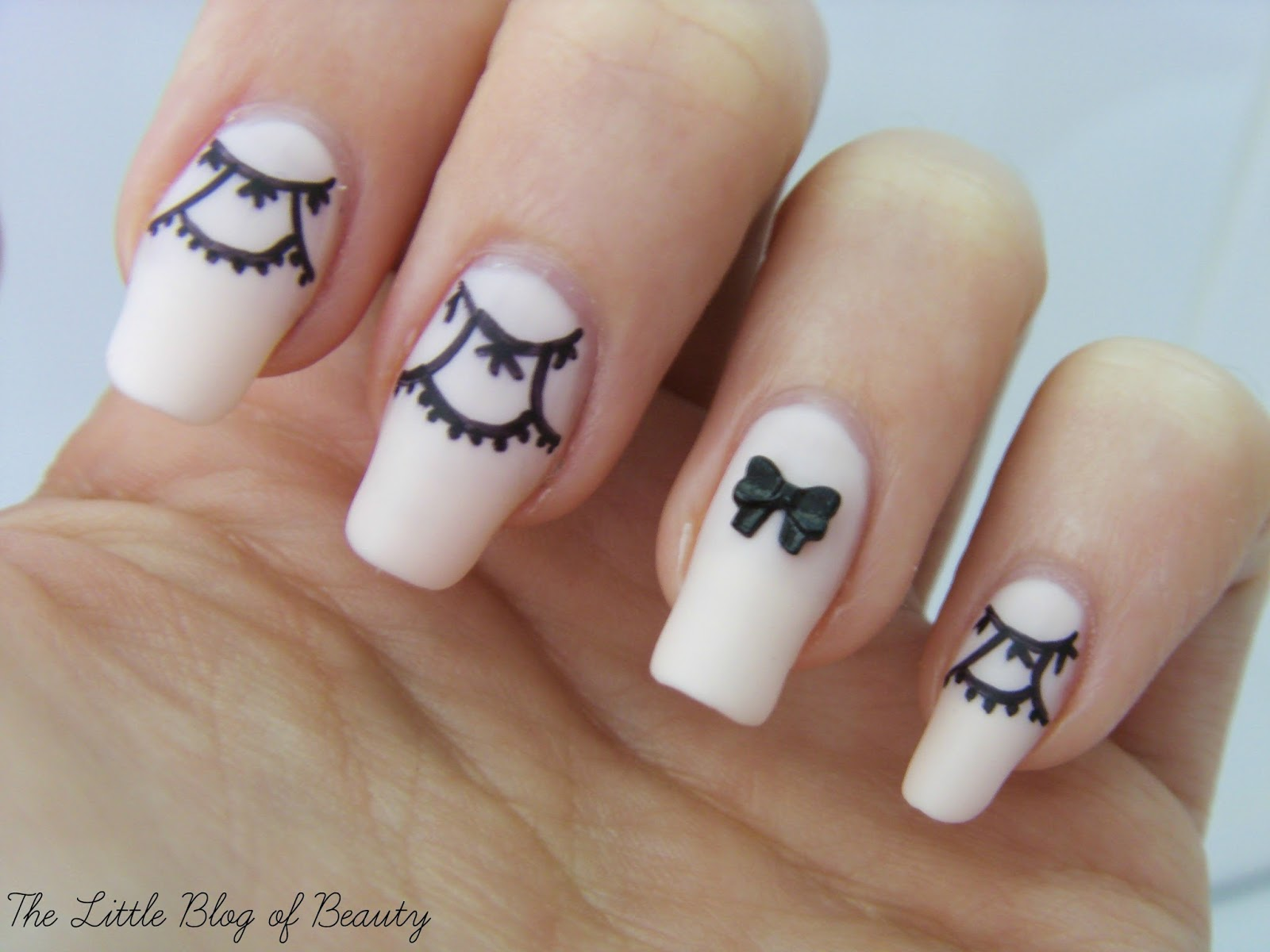 Lace and bows nail art