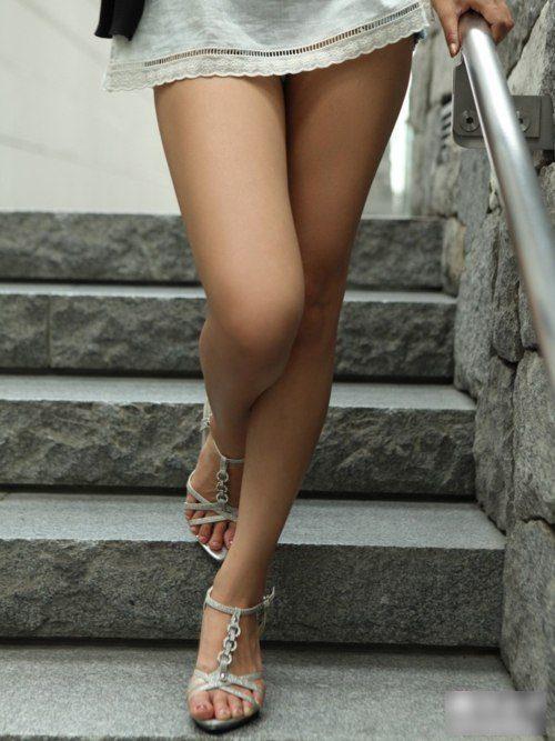 Celebrity Feet: Lizzy Caplan