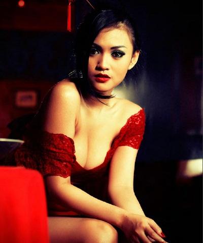 Foto sensual Putri Penelope Majalah Male