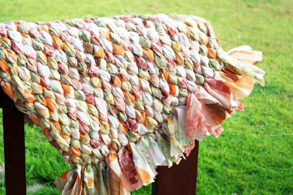 Tappeti In Tessuto Riciclato : Riciclo creativo : riutile: tappeto ondulato di fettuccia da stoffa