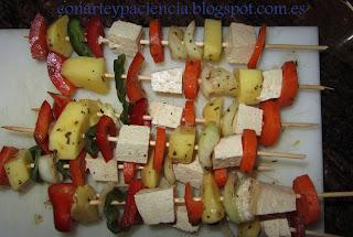 Pinchitos de verdura y tofu ahumado