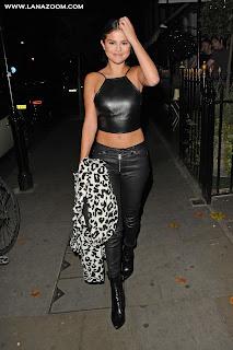 سيلينا غوميز في لندن بملابس جلدية جميلة