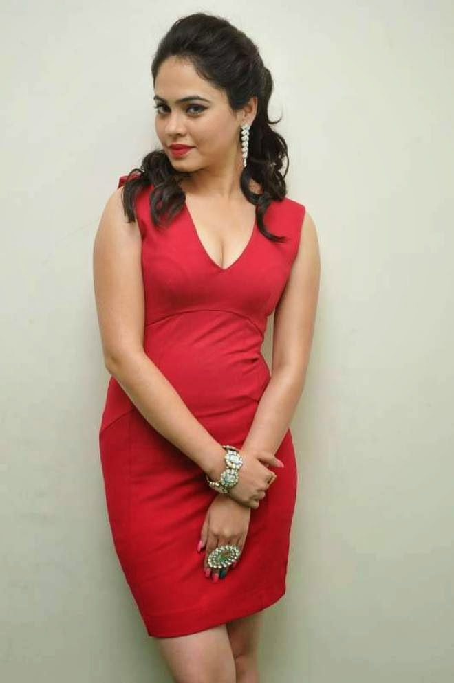 Malobika Banerjee Hot Cleavage Show Stills