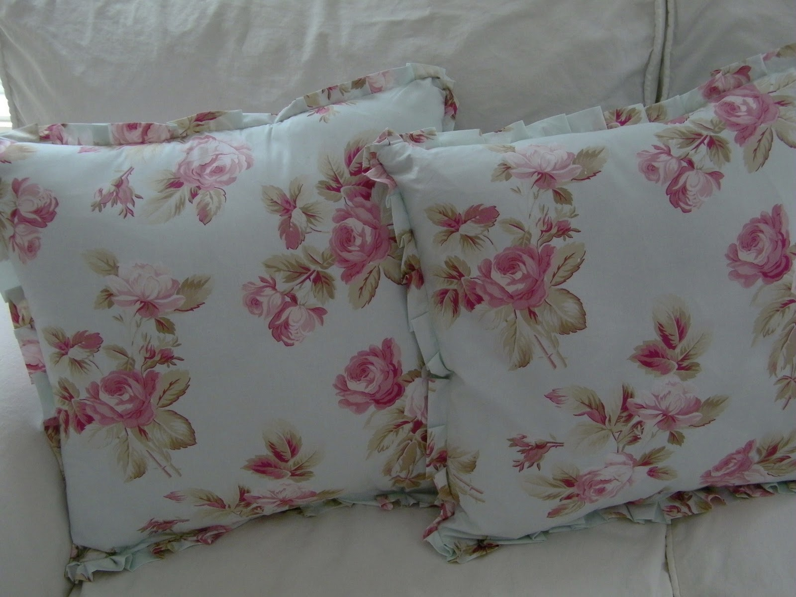 Shabby Chic Bed Pillows : Maison Decor: Authentic Shabby Chic Pillows