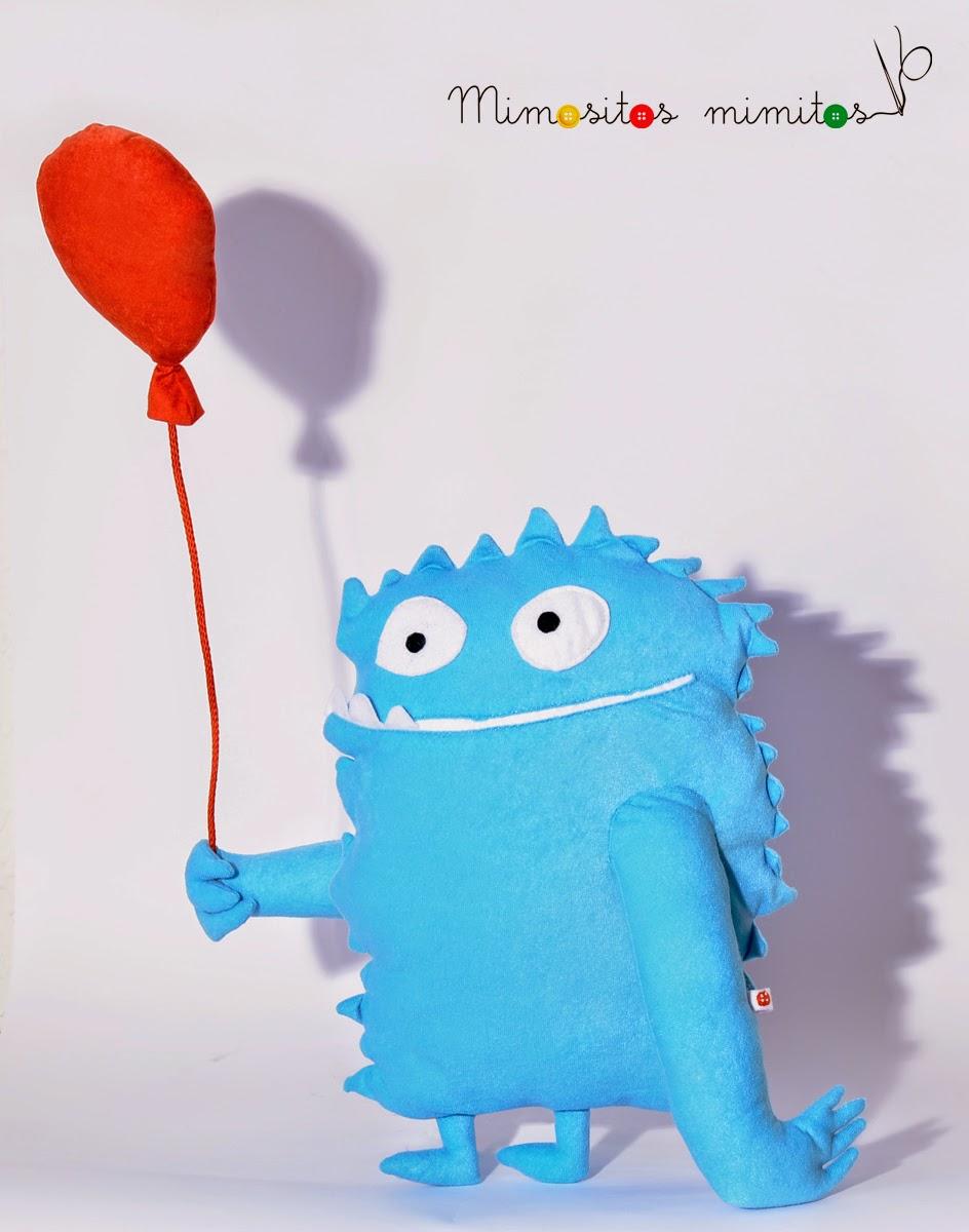 muñeco logo de tela personalizado hecho a mano_customized handmade stuffed toy castillos en el aire