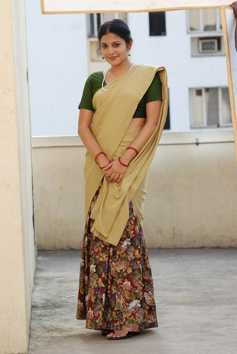 shivada nair half saree @ nedunchalai movie unseen pics