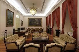 Como se puede observar en estos ejemplos de interiores neoclasicistas los diseñador se enfoca enla elegancia, en la simetria, esta la presencia del color