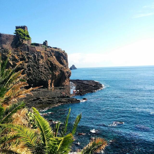 Scogliera di Acicastello  |  September in Sicily on afeathery*nest  |  http://afeatherynest.com