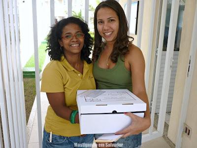 Queila Vasconcelos e Renata Torres, com a Torta oferecida pelo Atelier Doce Melange