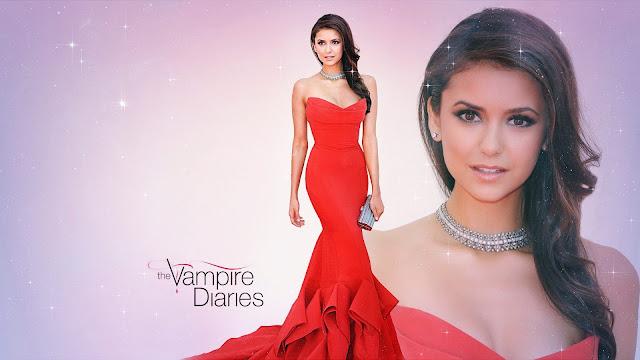 Nina Dobrev con un vestido rojo