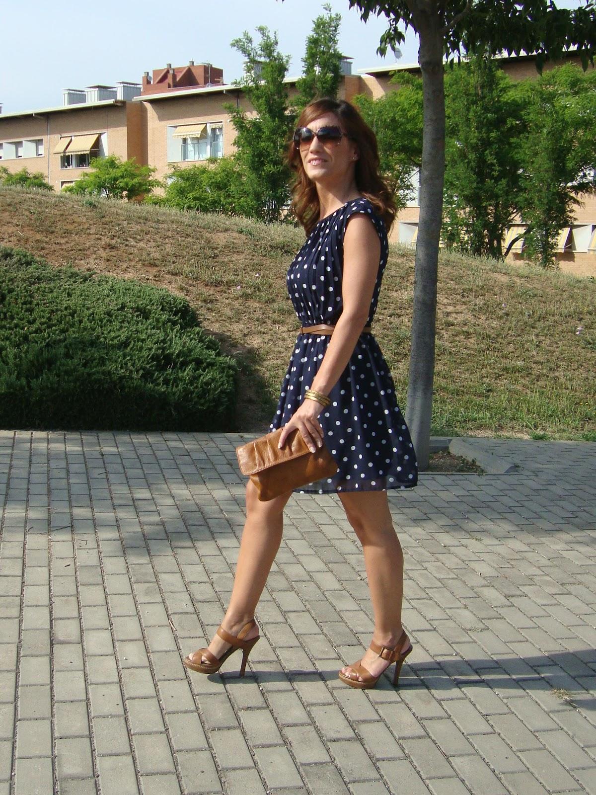 Complementos para vestido de lunares azul marino