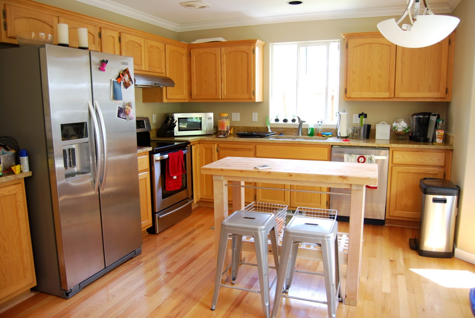 kitchen was big enough for a huge island, but since the living room  title=