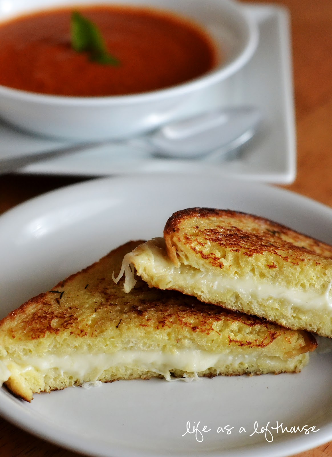 Tomato basil soup and grilled mozzarella sandwiches life for Life in the lofthouse
