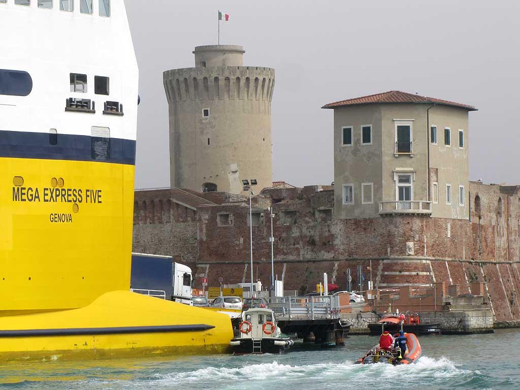 Ferry, pilot boat, Canaviglia bastion and Mastio di Matilde, Livorno