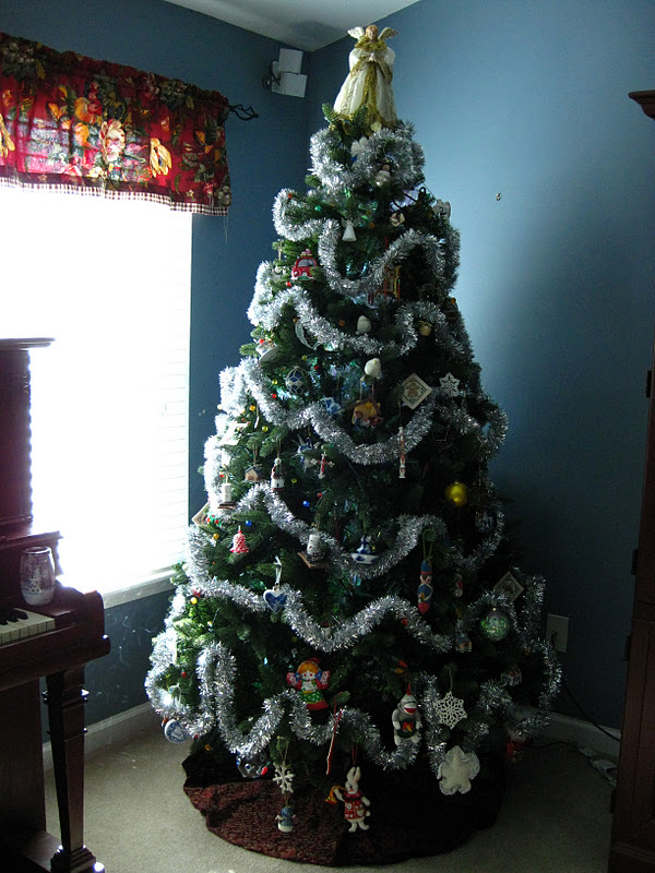 i cover my tree with so many lights that it looks hideous unless its light up really wires everywhere - How Many Lights For Christmas Tree