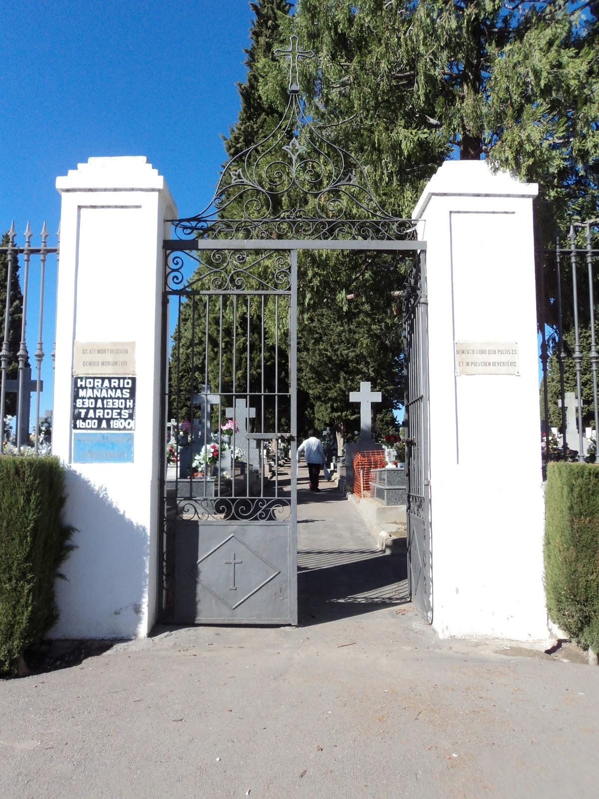 El sayon las inscripciones de la puerta del cementerio de for Cementerio parque jardin la puerta