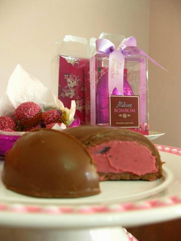 Ovo de Chocolate ao Leite com Recheio de Ganache Blueberry do Atelier Bombom