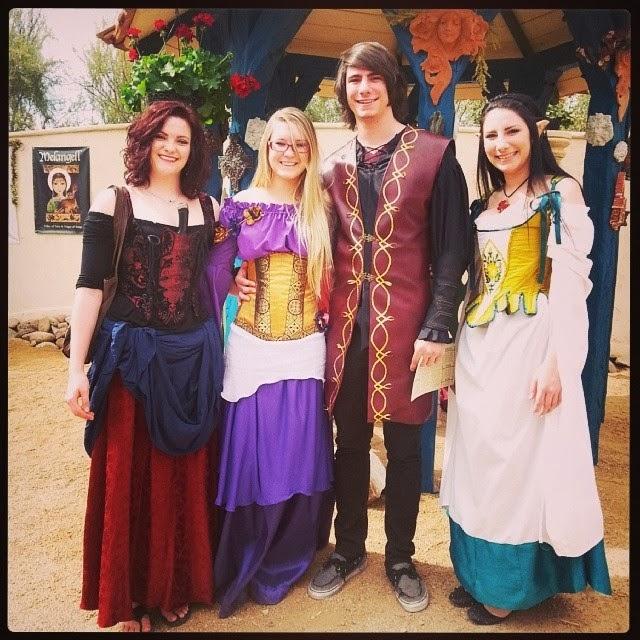 http://eatsleepwritesew.blogspot.com/2014/02/renassance-faire-costumes.html