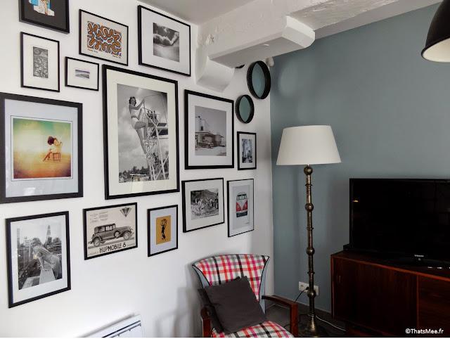 déco mur accumulation cadres photos tailles différentes