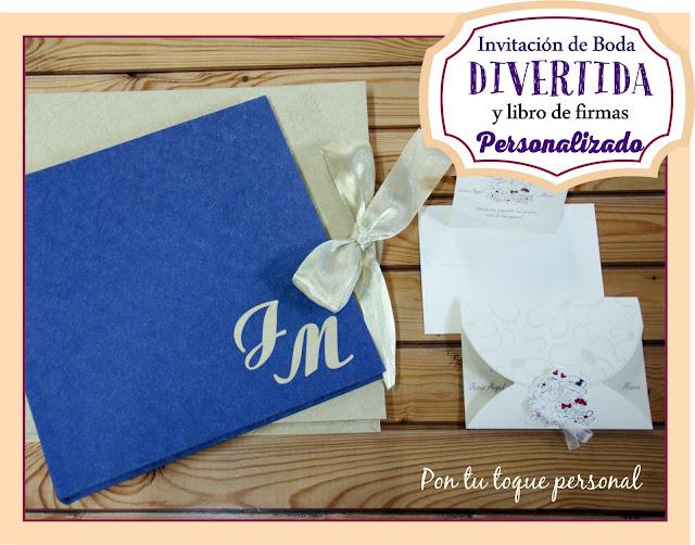invitacion de boda divertida y libro firmas azul y dorado iniciales