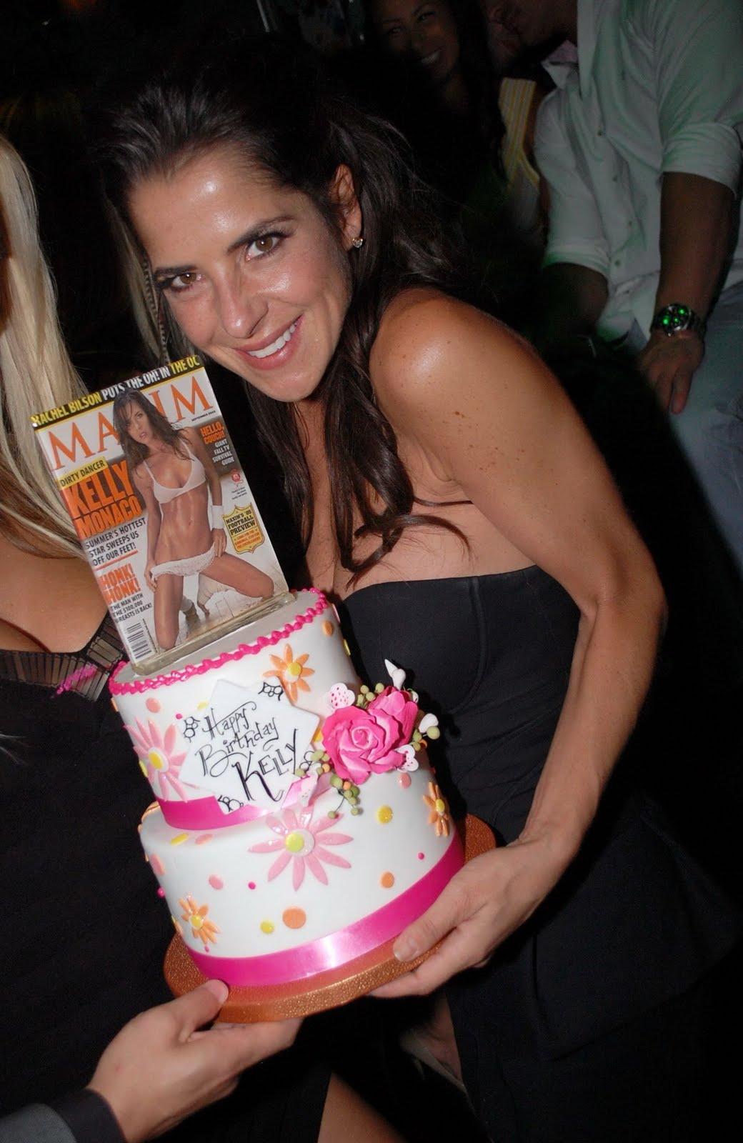 http://4.bp.blogspot.com/-JQPrNhopV1c/TgCKs7ShcbI/AAAAAAAAQU8/usnzcf_DbNg/s1600/Kelley+Monaco+w+cake%255B1%255D.jpg