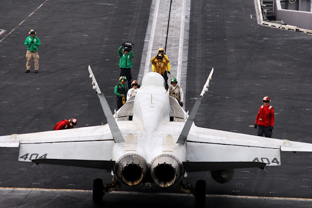 f-18 uçak gemisi kalkış