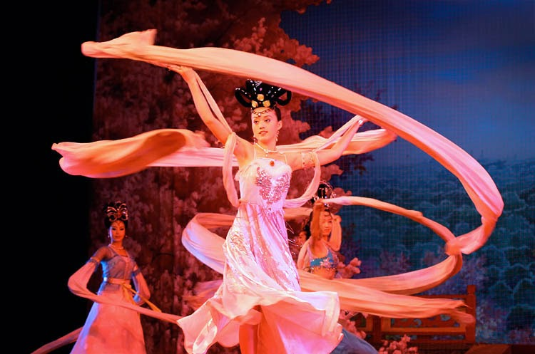 traditional chinese dance Traditional korean dance in the occupied korea (1910-1945) due to cultural suppression by japan during the japanese occupation of the korean peninsula (1910-1945), most dance academies died out and.