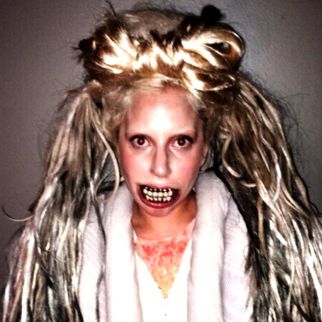 Lady Gaga portada de alguna película de horror en su máxima expresión