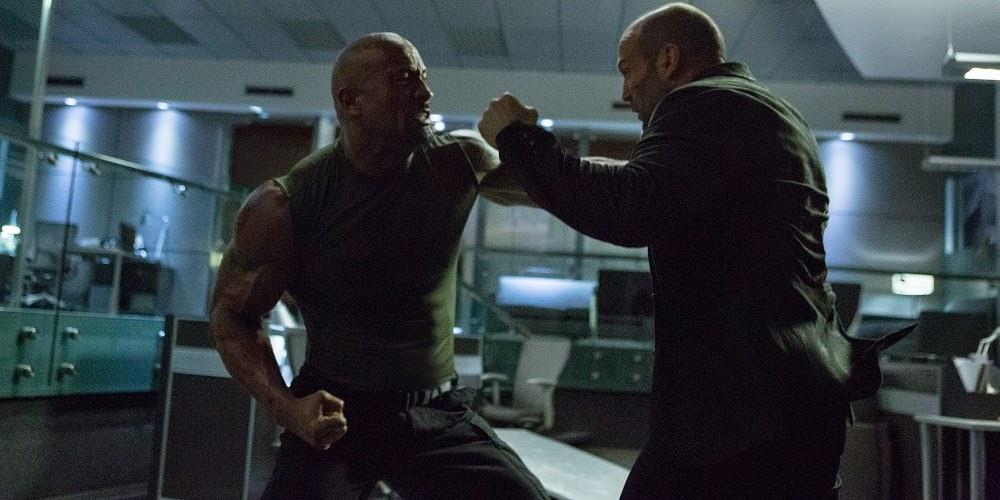 Dwayne Johnson e Jason Statham em VELOZES E FURIOSOS 7 (Furious 7)