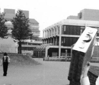 Metallkoffer, Uni Düsseldorf, Studieren und Spazieren