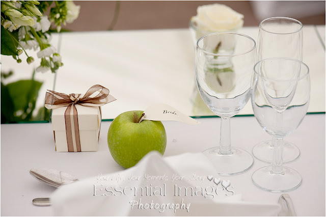Apples with paper leaf for place name idea for wedding