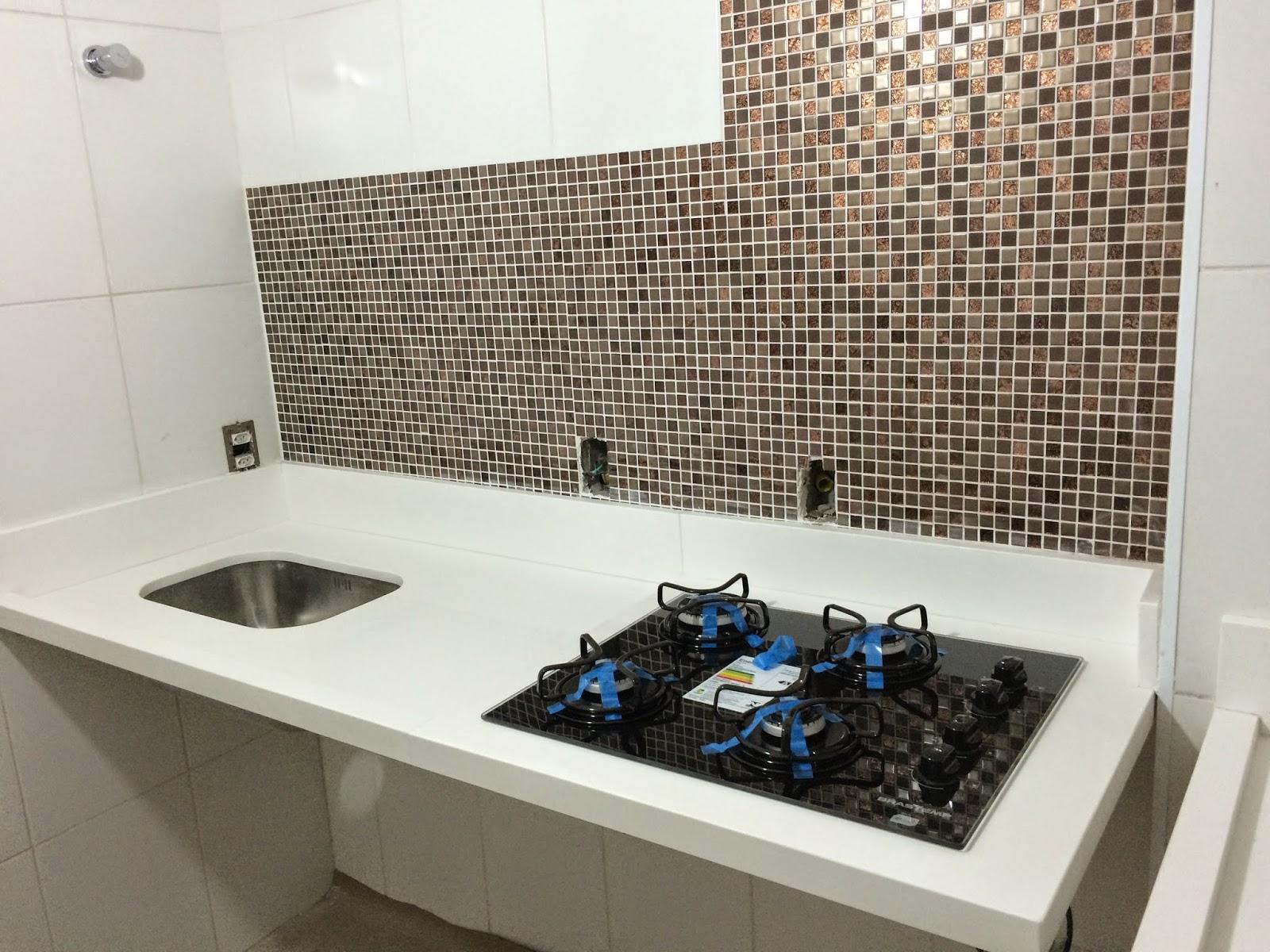 Apê 114: Bancada da Cozinha e Área de Serviço em Quartzo Branco #2E669D 1600 1200