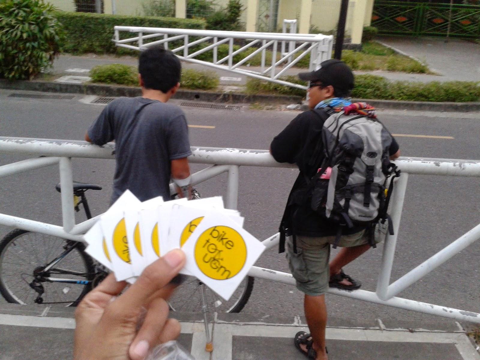 Ini sticker yang kami bagi-bagikan ke pesepeda dilingkungan UGM