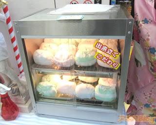 unique news | pants in warm, cake-shaped dumplings (bakpao)