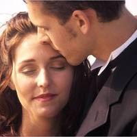 Tips Melakukan Ciuman Pertama