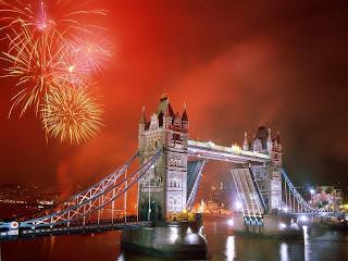 """<img src=""""http://www.estoyenlondres.com/2012/11/noche-de-fuegos-artificiales-en-londres.html"""" alt=""""Noche de fuegos artificiales en Londres""""/>"""