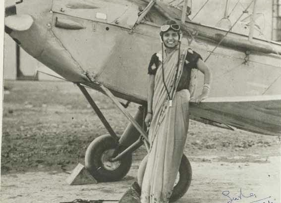52 photos of women who changed history forever - Sarla Thakral, 21 years old, the first Indian woman who acquired a pilot's license (1936).
