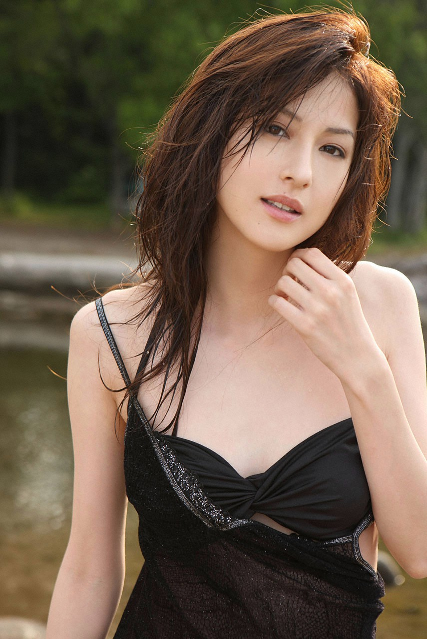 Pin on Sexy Asian Girls With Guns