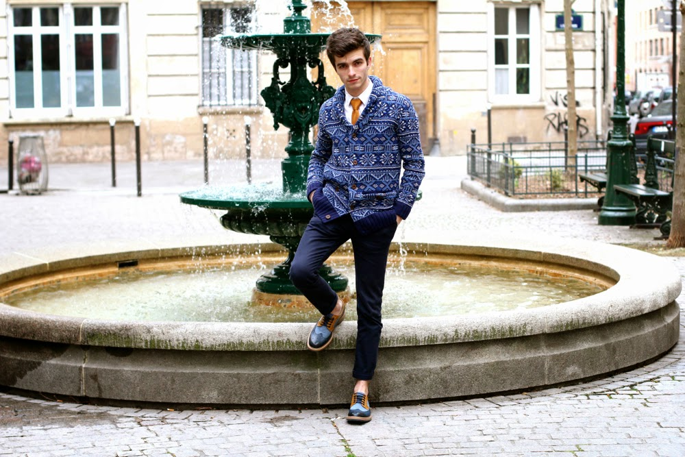 BLOG-MODE-HOMME_Preppy_River-Island_Aztec-Cardigan_Cravate-Tricot_Derbies-Clarks_Dandy_Style_Mensfashion_Paris