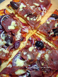 parma-olives-onion-pizza-sliced