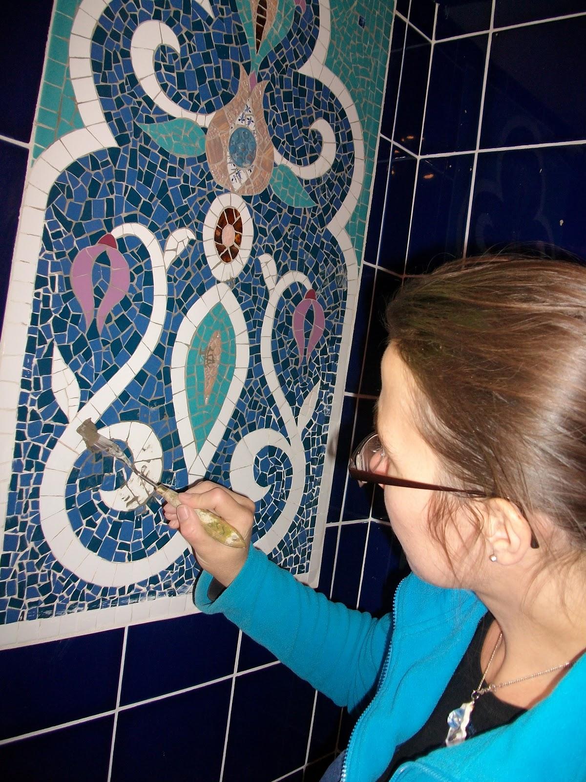 création sur commande de panneaux décoratifs en mosaique pour salles de bains par mimi vermicelle