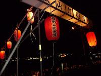 灯篭流しは昭和22年嵯峨仏徒連盟の主催で始められた