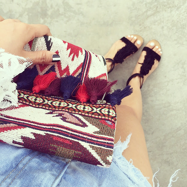 Sole soceity koa fringe sandals,  Sole society Keighley  foldover fabric clutch with tassels, one teaspoon beauty bandits shorts, distressed denim, from where i stand, fashion blog