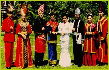 Pakaian Adat dari Sulawesi: Sulawesi Barat,Sulawesi Utara ...