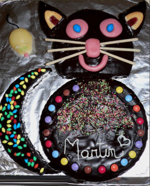 Kitty Birthday Cake, Yogurt cake, natural yoghurt, pots of flour, pot of  sugar, pot of oil, eggs, packet of yeast, sachet of vanilla sugar, the icing, dark chocolate, thick cream, butter