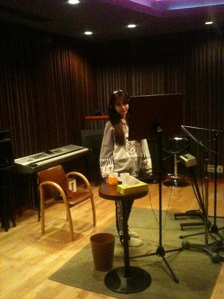 IU di Sebuah Studio Rekaman